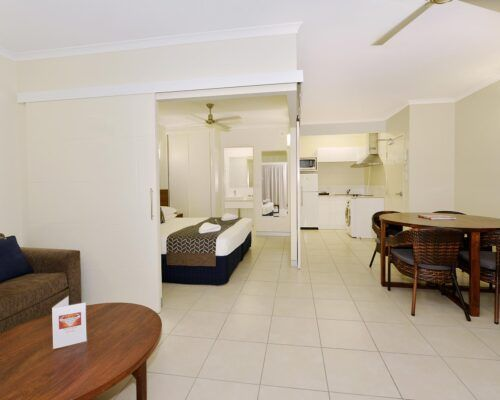 Cairns-Queenslander-Frangipani-Room (7)