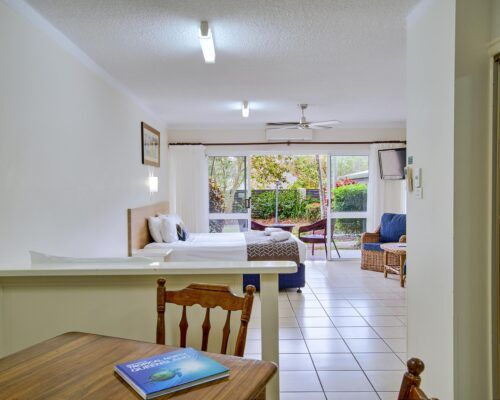 Cairns-Queenslander-Hibiscus-Suite (2)