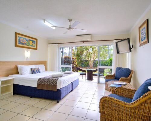 Cairns-Queenslander-Hibiscus-Suite (3)