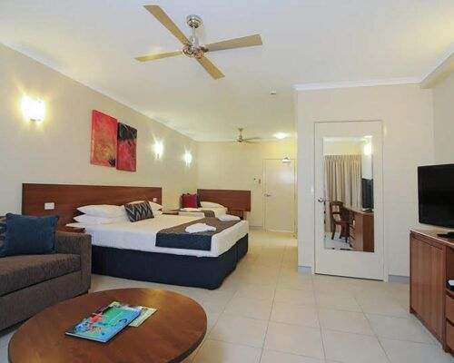 Cairns-Queenslander-Jasmine-Hotel-Room (19)