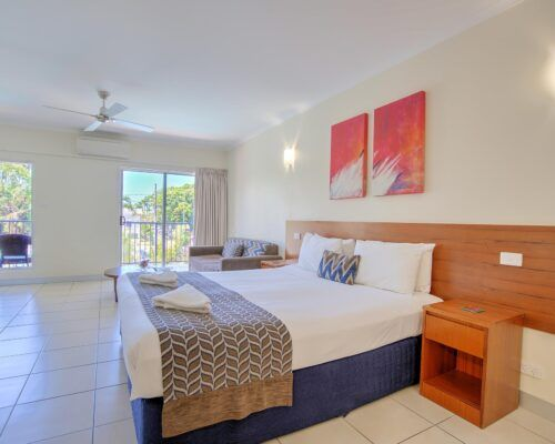 Cairns-Queenslander-Jasmine-Hotel-Room (3)