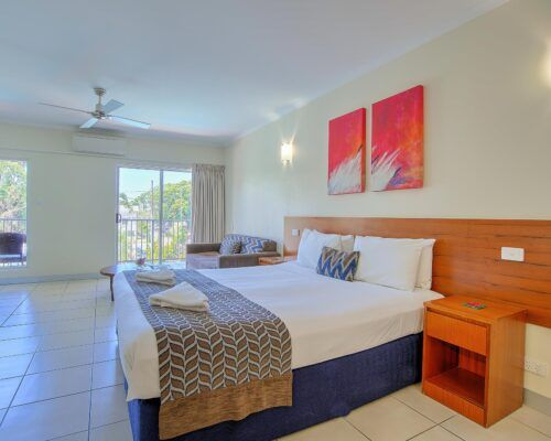 Cairns-Queenslander-Jasmine-Hotel-Room (9)