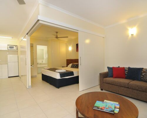 Cairns-Queenslander-Orchid-Hotel-Room (3)